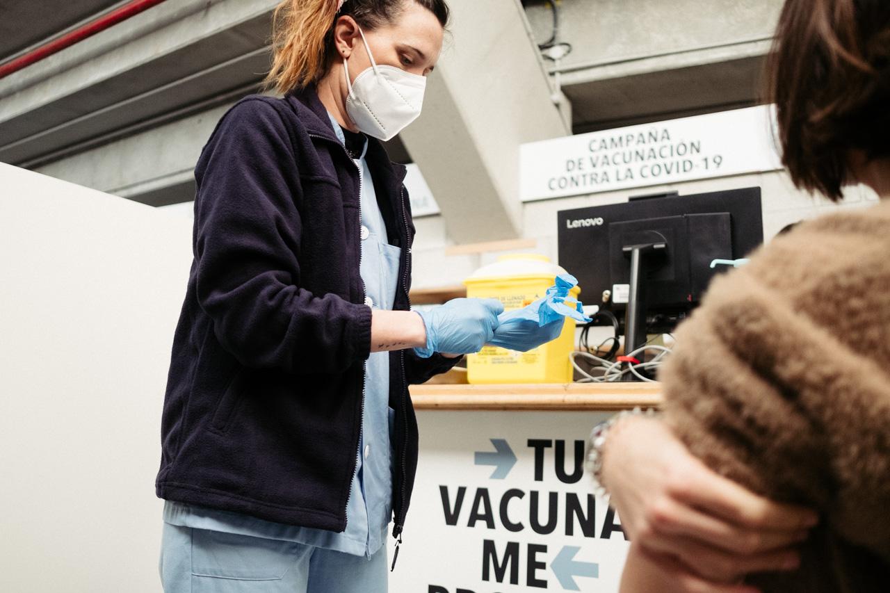 Vacunación en Illunbe. Foto: Santiago Farizano