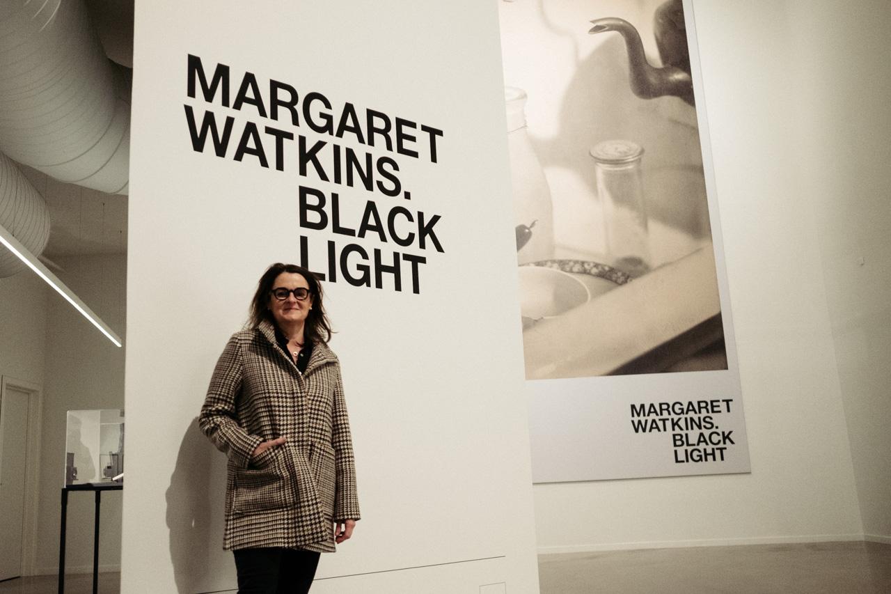 Anne Morin, comisaria de la exposición de Margaret Watkins 'Black light'. Fotos: Santiago Farizano