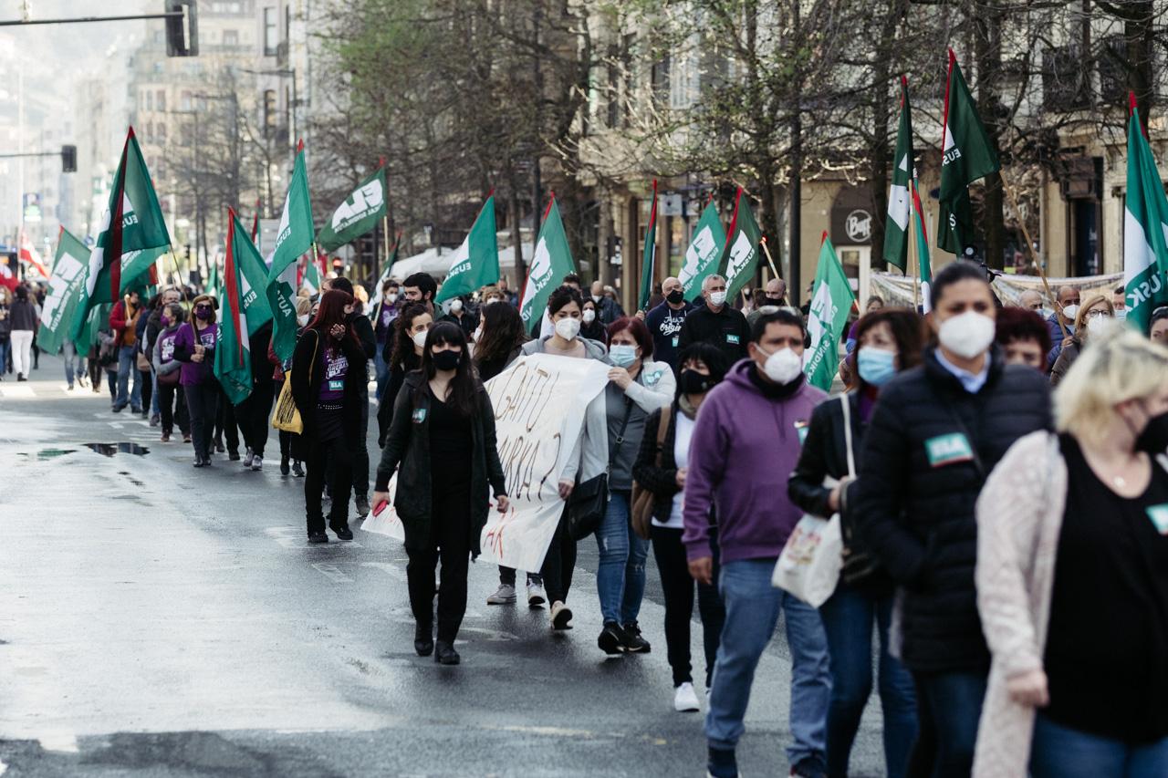 Manifestación del sector de los cuidados hoy en Donostia. Fotos: Santiago Farizano