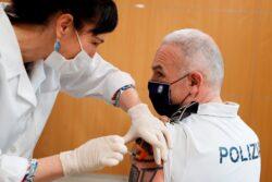 """GRAFCAV3379 CAV CORONAVIRUS VACUNACIÓN """"Lo he tenido claro, hay que confiar en la vacuna"""""""