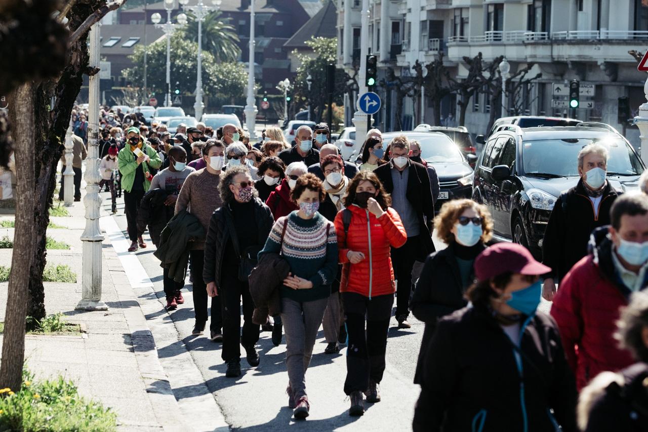 donostitik manifestacion antirracista 01 - La marcha contra el racismo denuncia en Donostia la indefensión de los 'sin papeles'