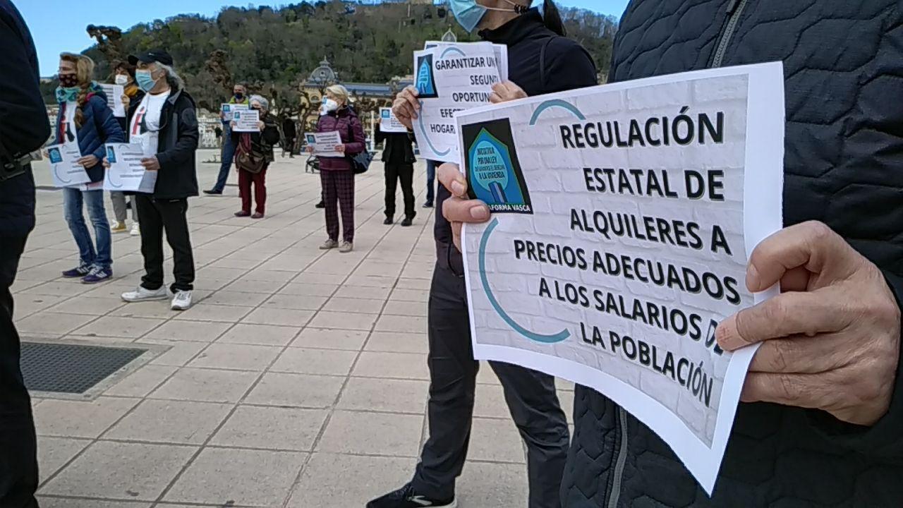 iniciativa1 - La Iniciativa vasca en favor del derecho a la vivienda se presenta en sociedad en Donostia
