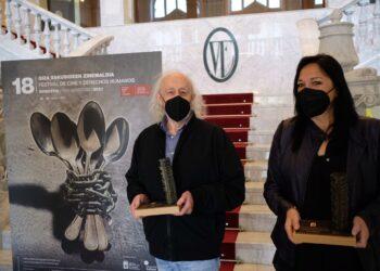 Montxo Armendáriz y Puy Oria, que han recibido el Premio del Festival de Cine y Derechos Humanos 2021. Fotos: Santiago Farizano