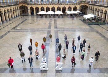 'Alde Zaharra: el comercio de la A a la Z', campaña presentada hoy en la plaza de la Constitución. Foto: DonostiTik