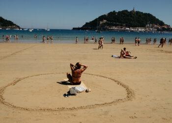 Círculos en las playas donostiarras. Foto: Santiago Farizano