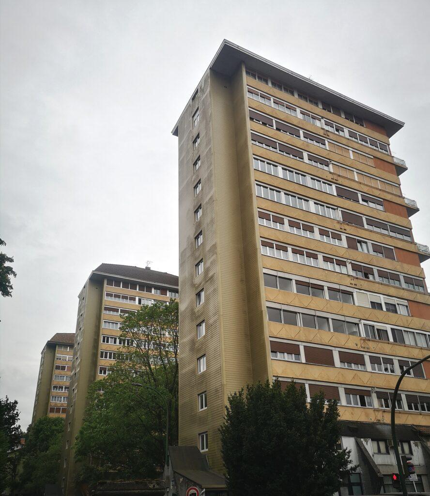 Sputnik tolosa torres 888x1024 - Los Sputnik de Tolosa, la arquitectura que salió de una nave espacial