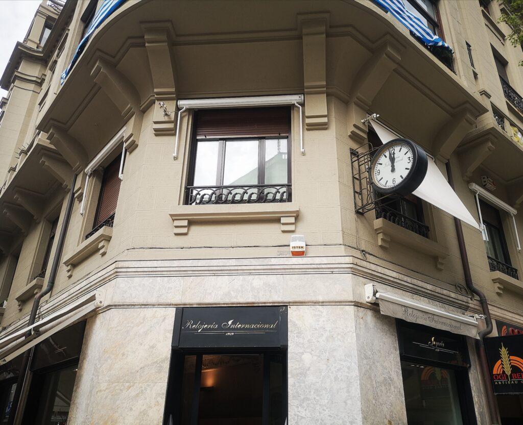 relojeria reloj internacional garibai 1024x833 - La sirena de la calle Garibai que no cesa