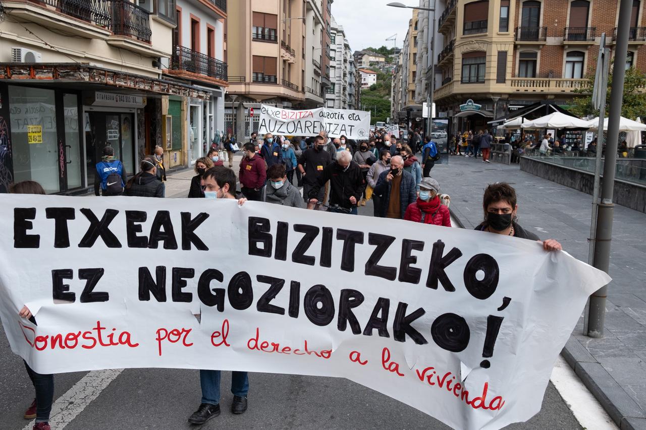 DSCF8833 - Cientos de personas marchan por el derecho a la vivienda en Donostia