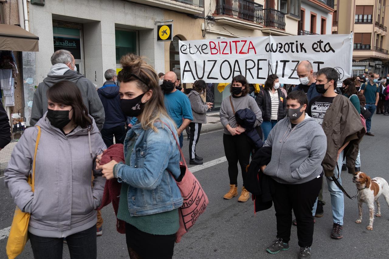 DSCF8850 - Cientos de personas marchan por el derecho a la vivienda en Donostia