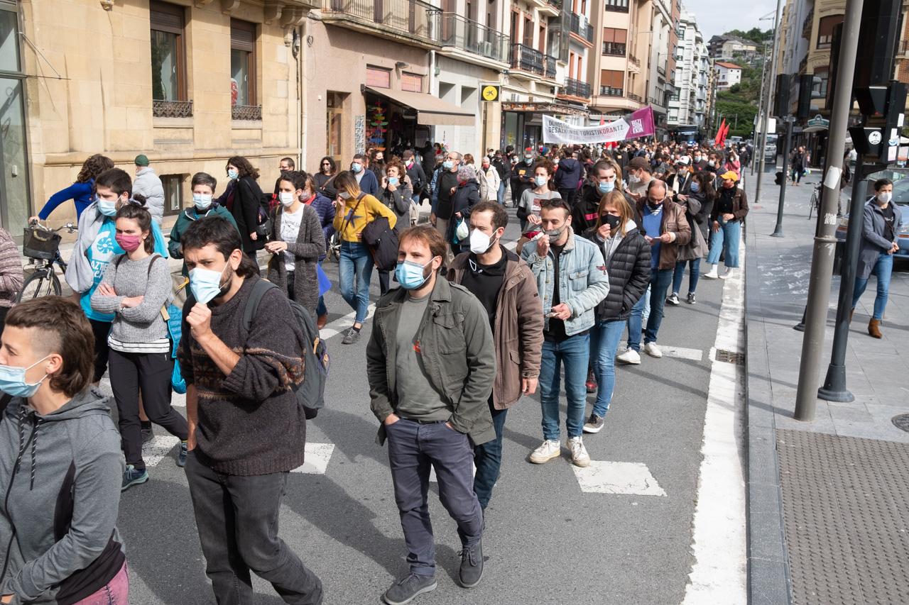DSCF8868 - Cientos de personas marchan por el derecho a la vivienda en Donostia
