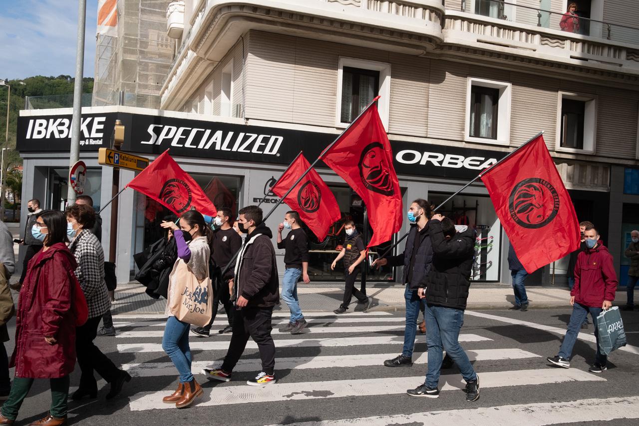 DSCF8901 - Cientos de personas marchan por el derecho a la vivienda en Donostia
