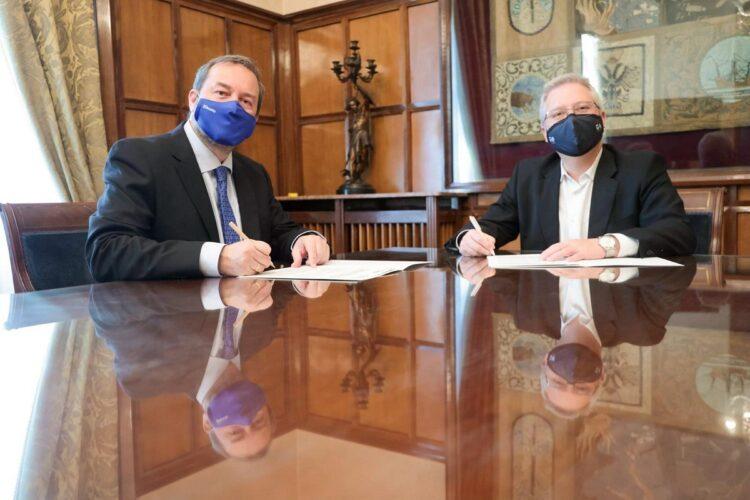 Firma del convenio entre Deusto y la Diputación. Foto: DFG