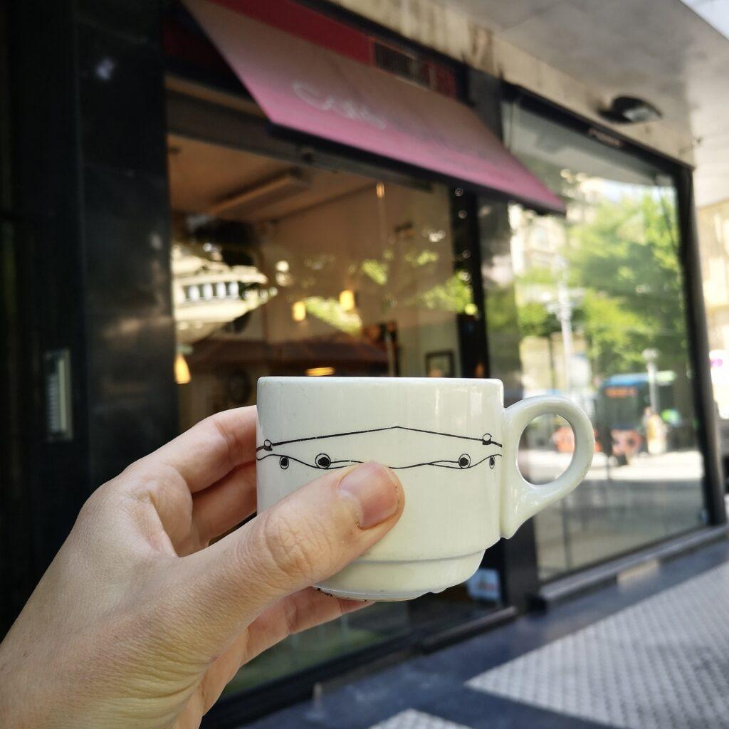avenida cafe iturralde 1024x1024 - La Avenida de la Libertad de Donostia, en venta