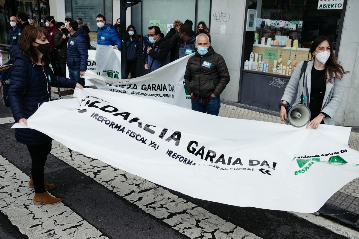 donostitik manifestacion 1 de mayo 04 - 1 de Mayo: Miles de trabajadores recuperan las calles de Euskadi tras la ausencia en 2020