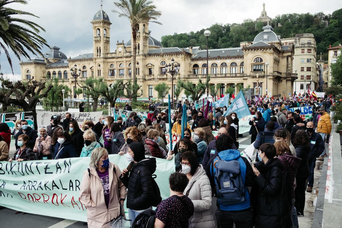 donostitik manifestacion 1 de mayo 05 - 1 de Mayo: Miles de trabajadores recuperan las calles de Euskadi tras la ausencia en 2020
