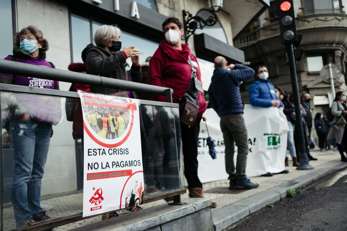 donostitik manifestacion 1 de mayo 06 - 1 de Mayo: Miles de trabajadores recuperan las calles de Euskadi tras la ausencia en 2020