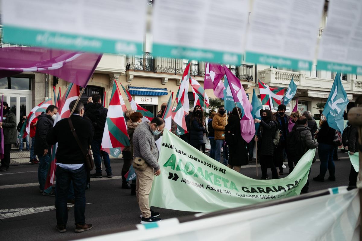 donostitik manifestacion 1 de mayo 09 - 1 de Mayo: Miles de trabajadores recuperan las calles de Euskadi tras la ausencia en 2020