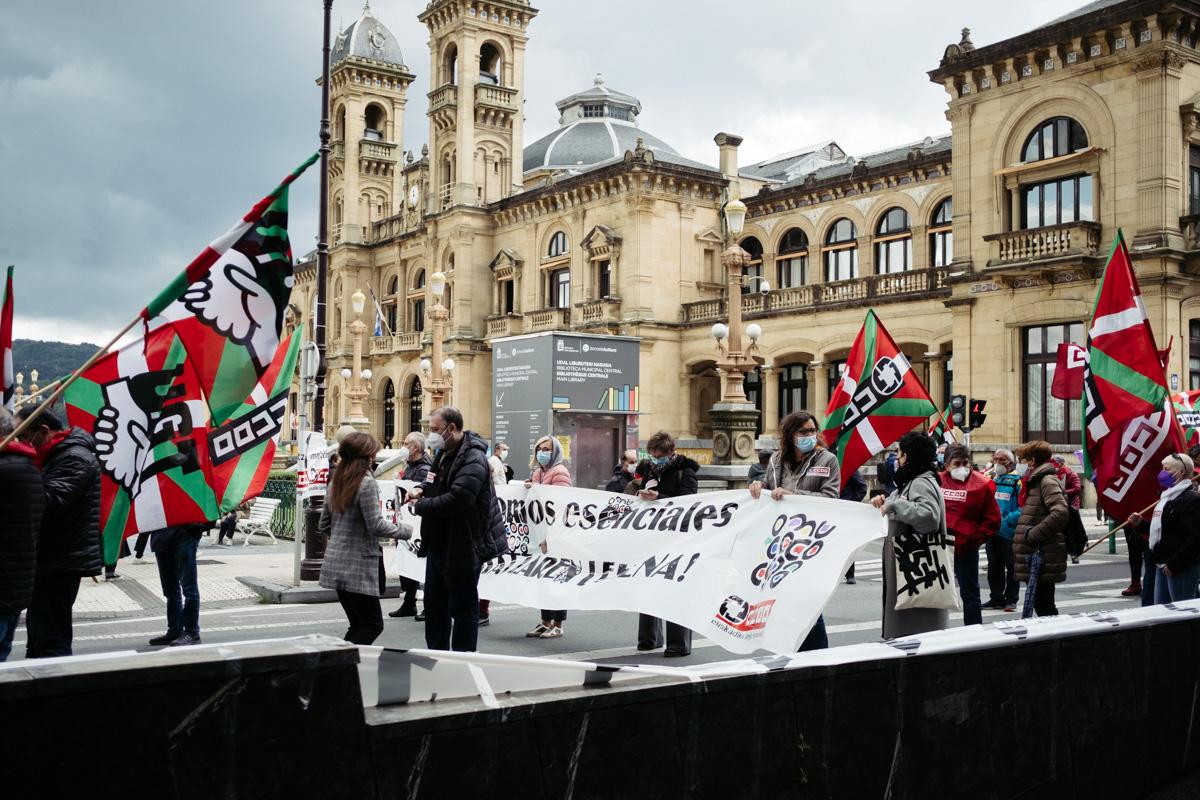 donostitik manifestacion 1 de mayo 10 - 1 de Mayo: Miles de trabajadores recuperan las calles de Euskadi tras la ausencia en 2020