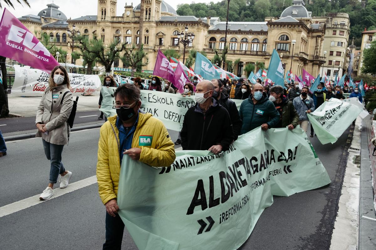donostitik manifestacion 1 de mayo 12 - 1 de Mayo: Miles de trabajadores recuperan las calles de Euskadi tras la ausencia en 2020