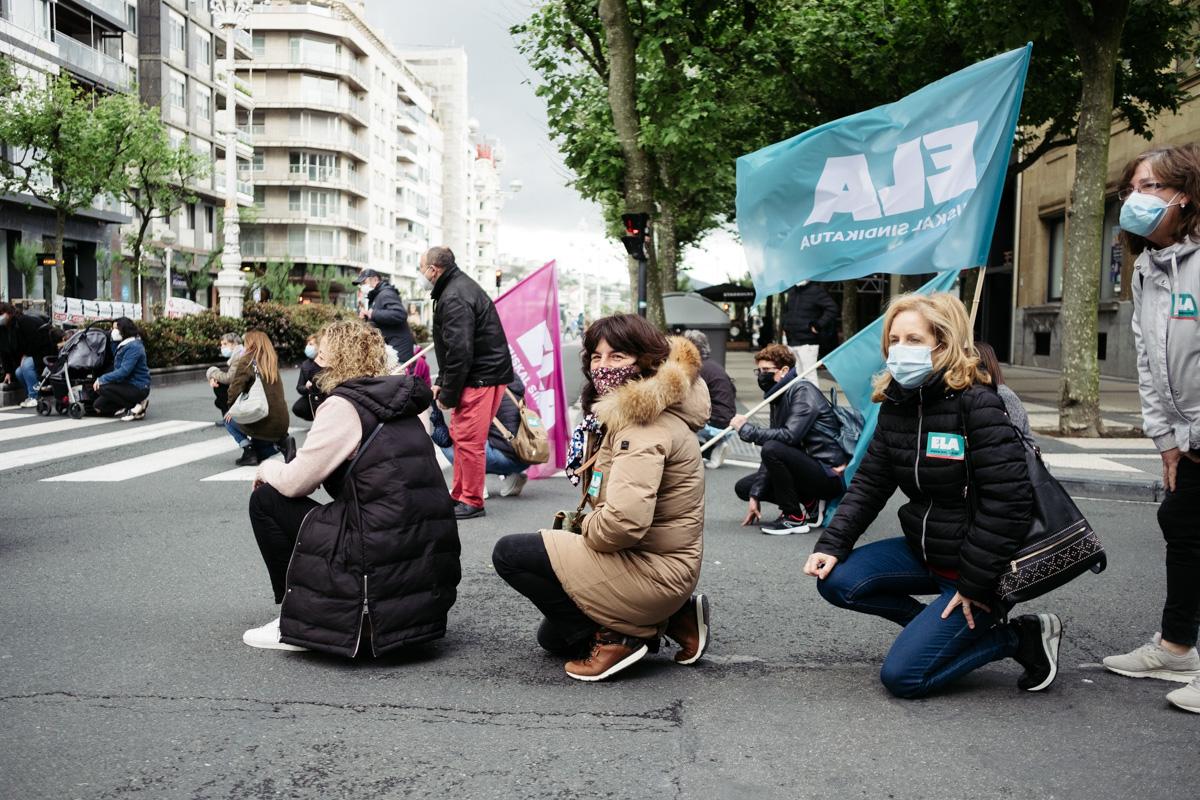donostitik manifestacion 1 de mayo 15 - 1 de Mayo: Miles de trabajadores recuperan las calles de Euskadi tras la ausencia en 2020