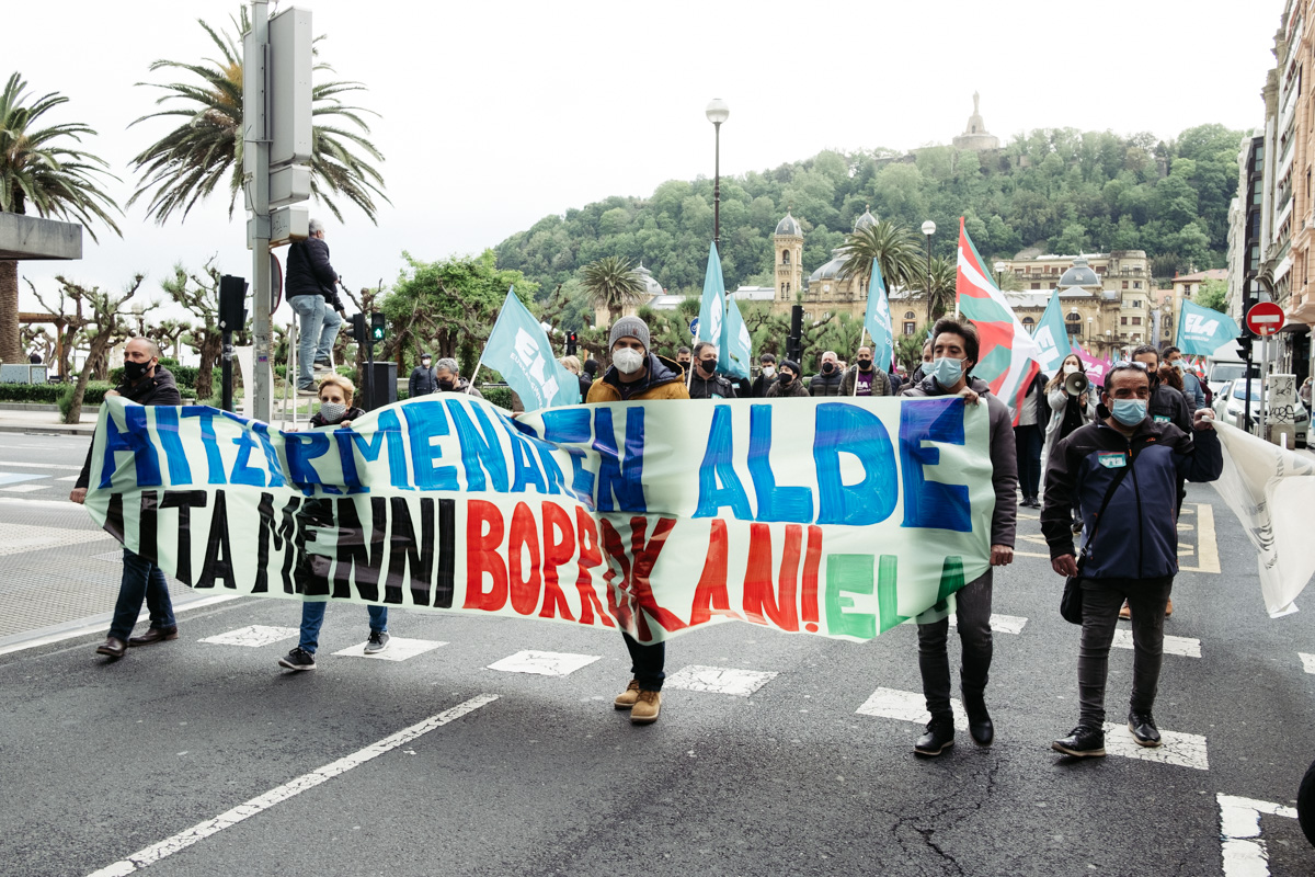 donostitik manifestacion 1 de mayo 16 - 1 de Mayo: Miles de trabajadores recuperan las calles de Euskadi tras la ausencia en 2020