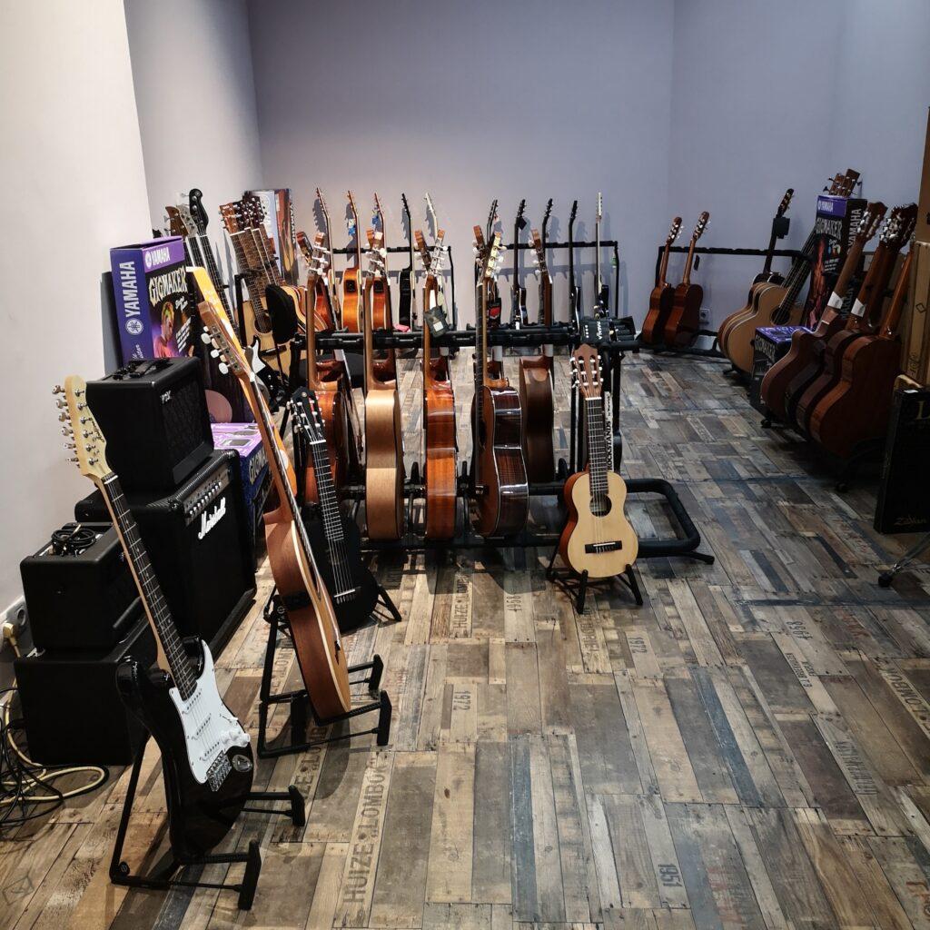 """erviti guitarras 1024x1024 - Tienda Erviti: """"Se nos alinearon los astros"""""""