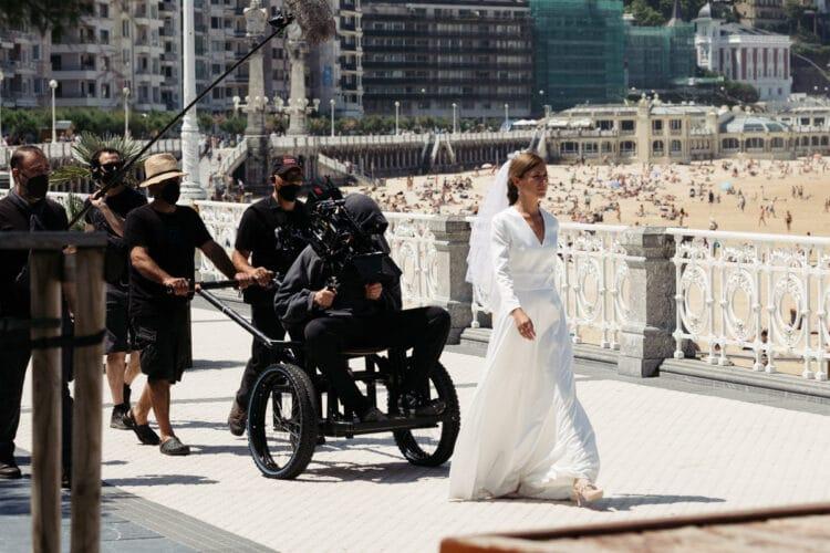 Una de las actrices del spot de una marca de whisky que dirige Tony Kaye en Donostia. Fotos: Santiago Farizano