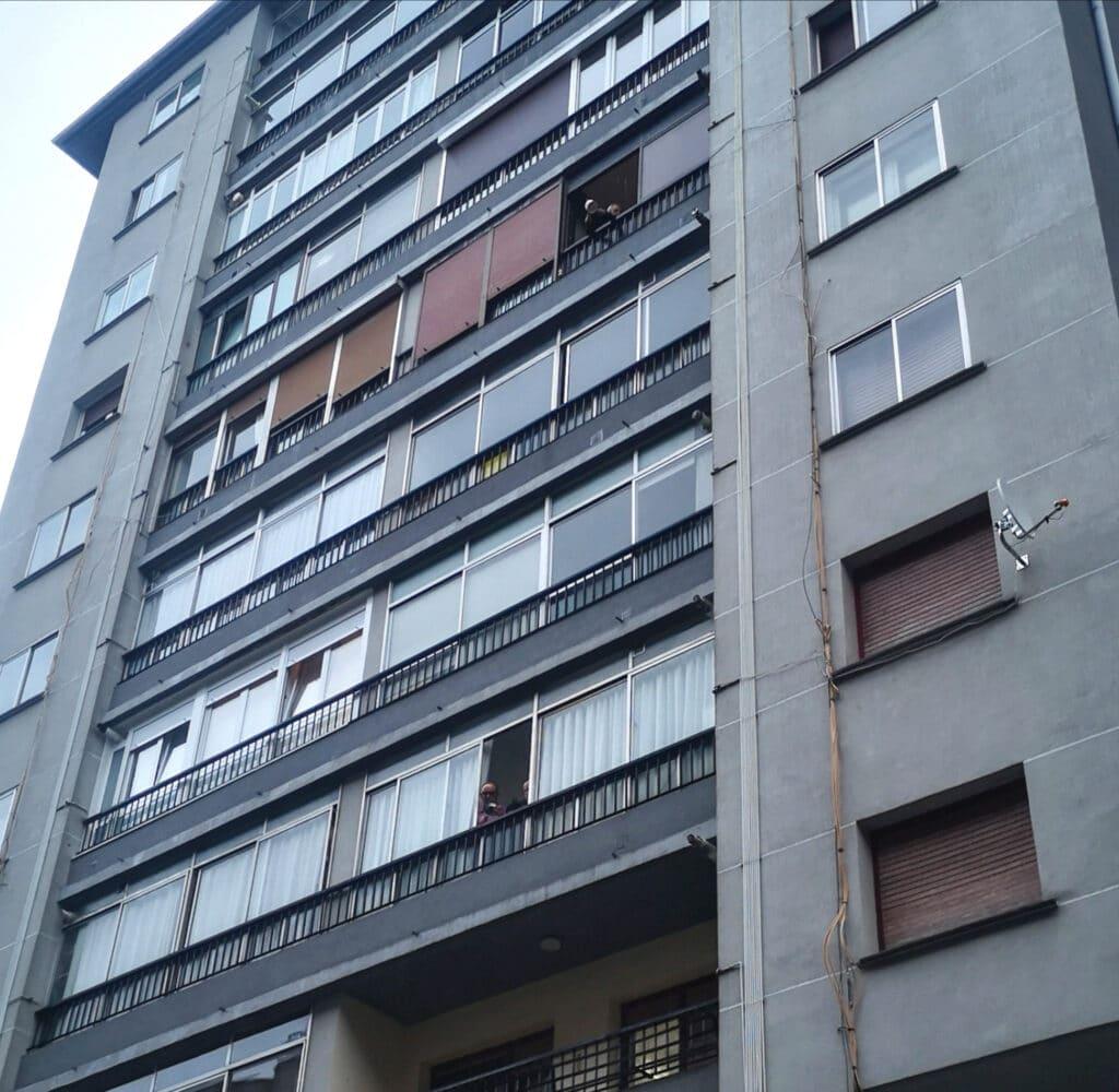 Pinar Irun cacerolada vecinos 1024x1000 - Rebelión en la calle Pinar de Irun