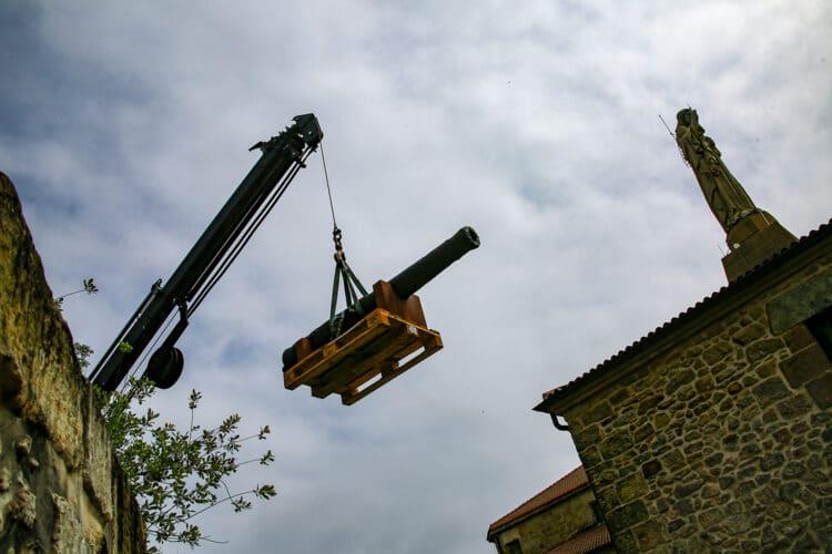 Colocación de los cañones en Urgull. Foto: Oskar Moreno