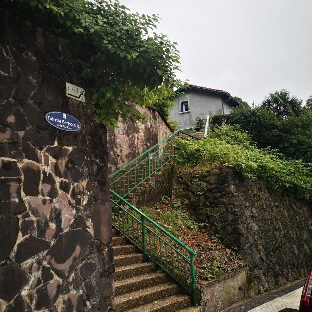 casas baratas altza donostia colonia cristina 1024x1024 - Vida de pueblo entre las torres de Altza
