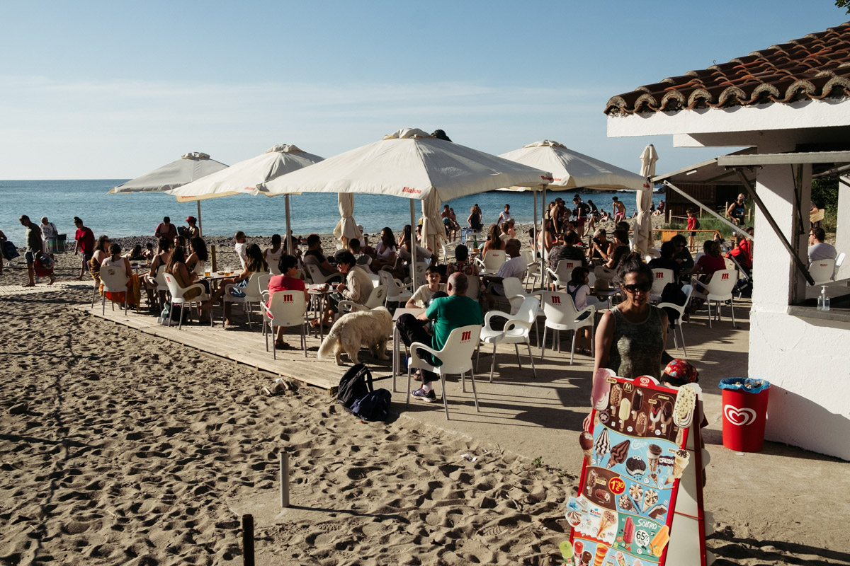 donostitik saturraran playa 06 - Mutriku. Playa de Saturraran, vistosos peñascos