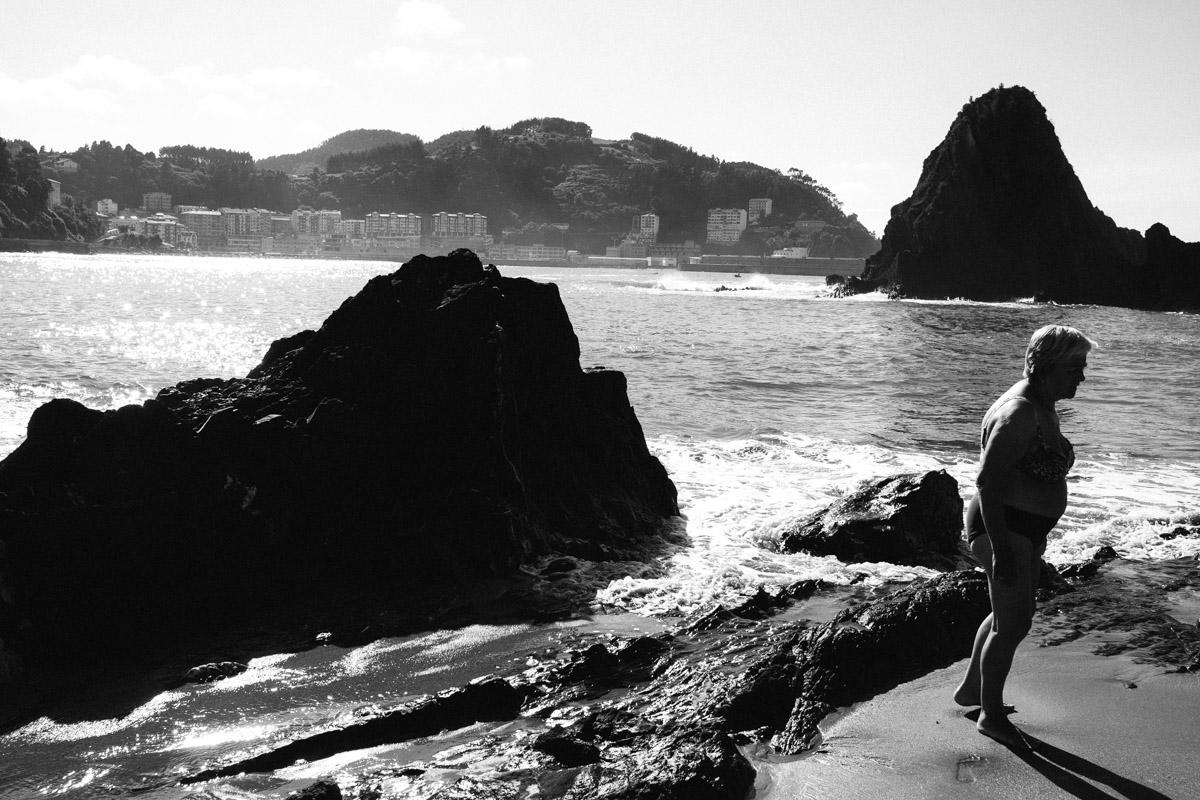 donostitik saturraran playa 07 - Mutriku. Playa de Saturraran, vistosos peñascos