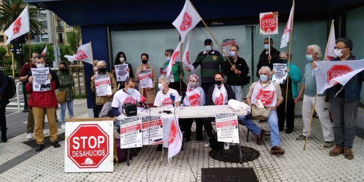 Protesta de Stop Desahucios esta mañana en Donostia. Foto: Stop Desahucios