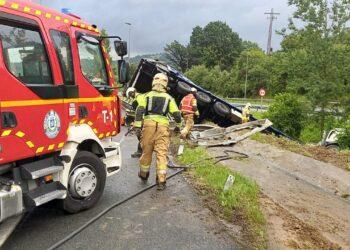 Salida de un camión e la AP-8. Foto: Bomberos de Euskadi