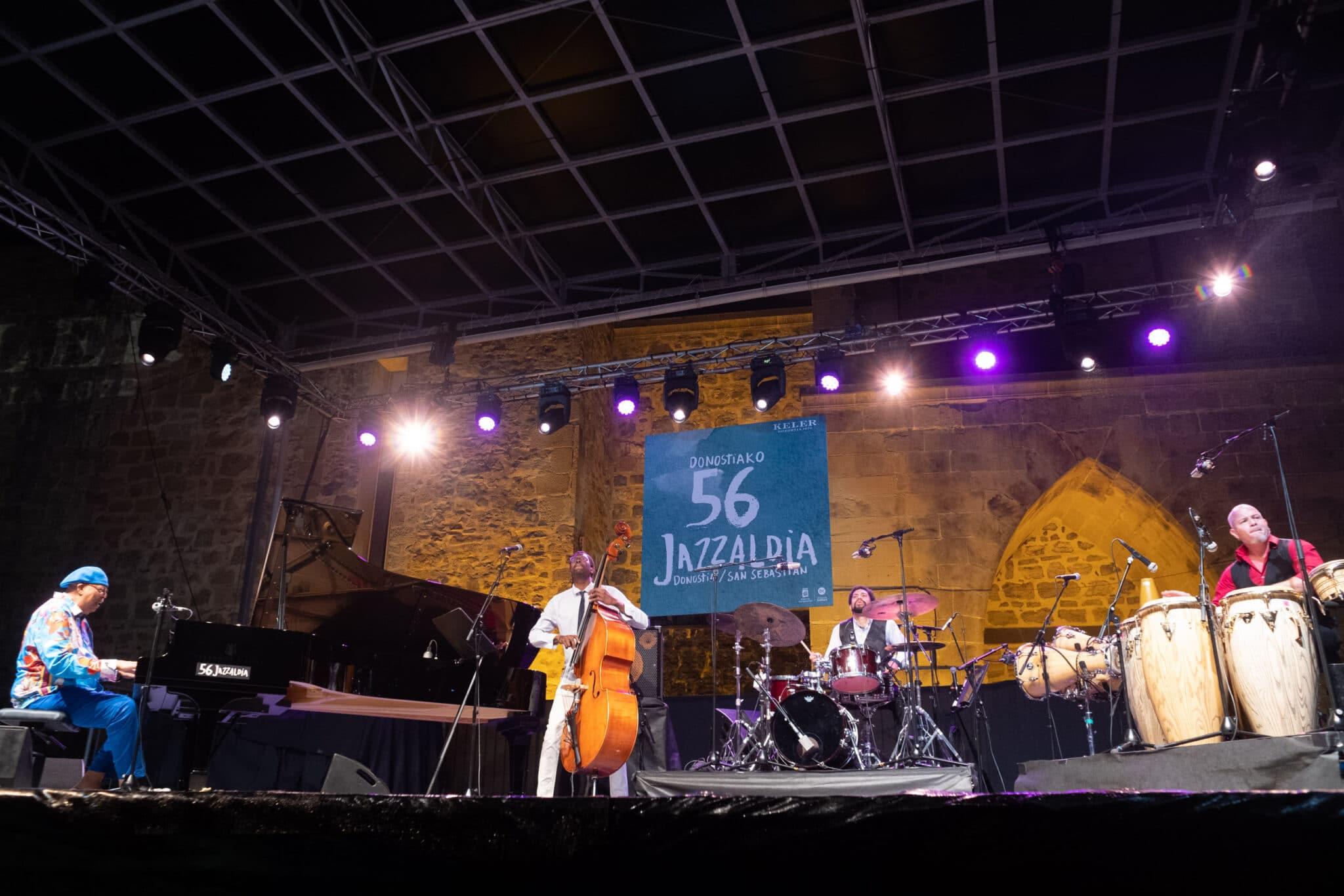 DSCF2265 scaled - Chucho Valdés recoge su premio Donostiako Jazzaldia