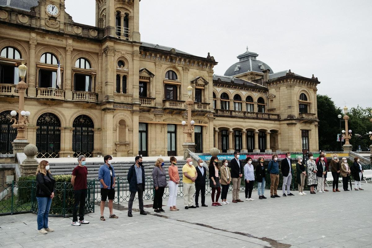 DSCF7713 - Las instituciones gipuzkoanas denuncian los ataques homófobos y machistas