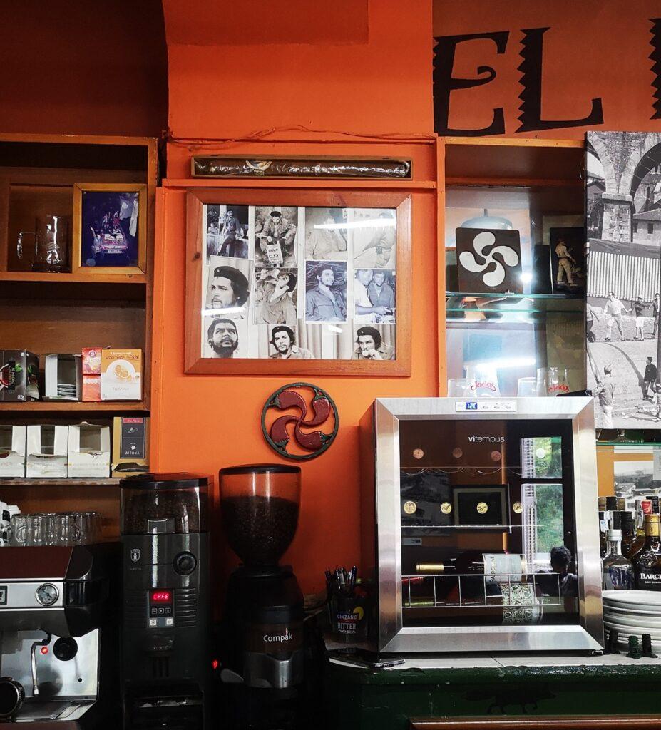 bar el nido herrera real sociedad che 927x1024 - El Che Guevara revive en el bar El Nido de Herrera