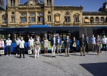 Bus de la AECC. Foto: Urko Bilbao