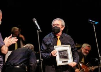 La locomotora recibe el reconocimiento del Jazzaldia en su gira de despedida. Fotos: Santiago Farizano