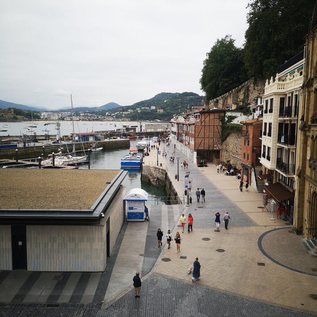 puerto muelle donostia san sebastian 1024x1024 - Sin su rampa y con ruido, los vecinos del Puerto donostiarra inician el verano