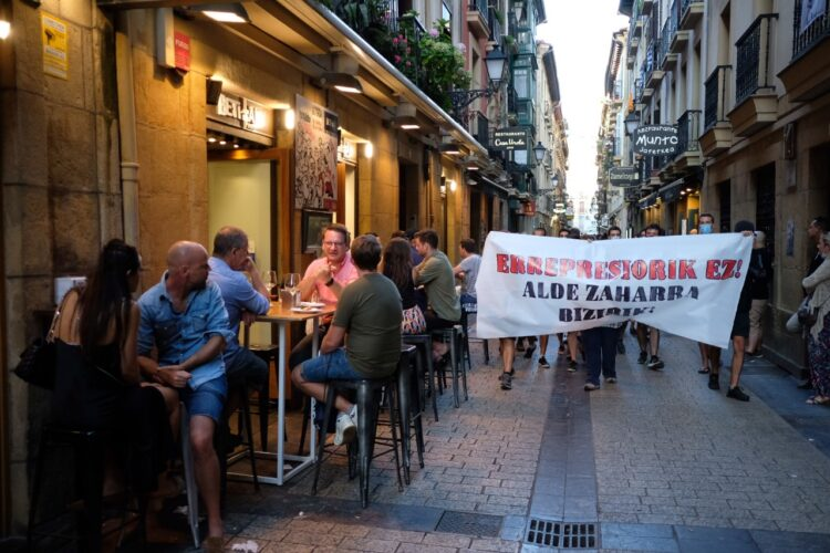 Manifestación de Parte Zaharra Aske! esta tarde de sábado en Donostia. Fotos: Santiago Farizano
