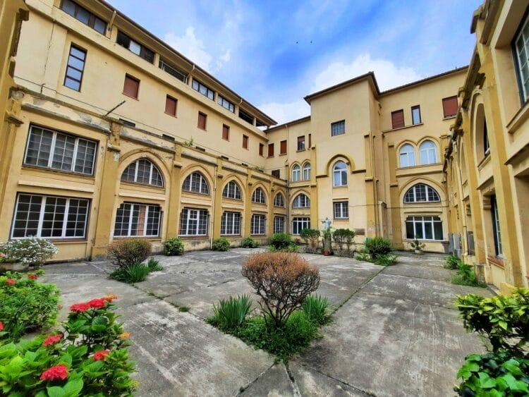 Claustro del colegio María Inmaculada. Fotos: Áncora