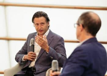 Gustavo Gimeno esta mañana conversando con Patrick Alfaya. Fotos: Santiago Farizano