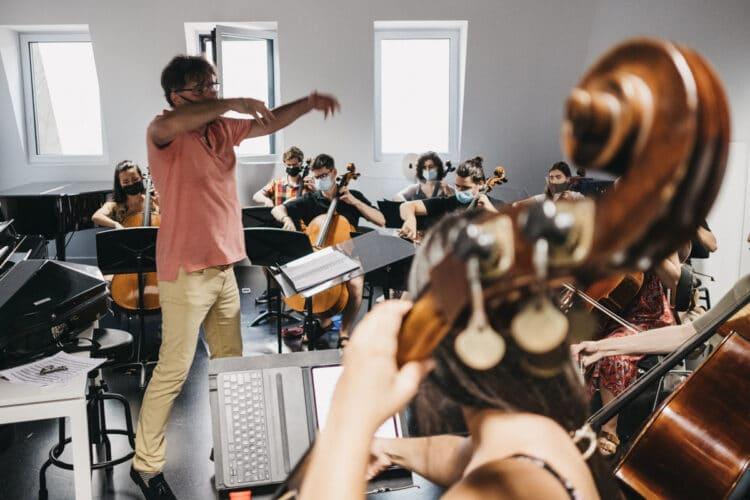 Ensayos estos días en Musikene con la Joven Orquesta de Euskal Herria y apoyo de músicos de la Filarmónica de Luxemburgo. Fotos: Santiago Farizano