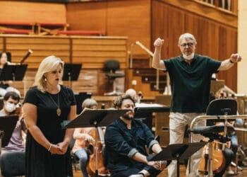 Víctor Pablo Pérez ensayando con la Euskadiko Orkestra y el Orfeón. Fotos y vídeo: Santiago Farizano
