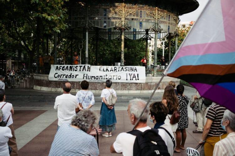 Concentración en Donostia en favor de la atención a los refugiados de Afganistán. Foto: Santiago Farizano