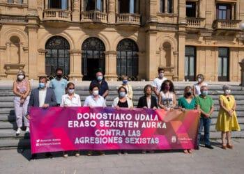 Concentración este mediodía en Donostia. Foto: Santiago Farizano