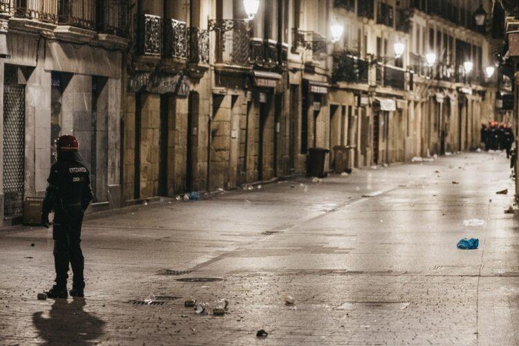 Madrugada del pasado domingo en Donostia. Foto: Santiago Farizano