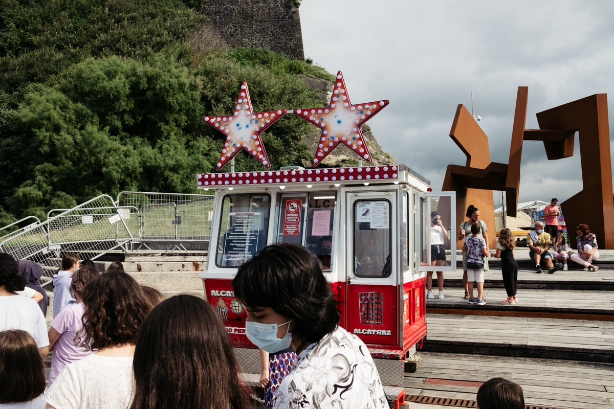 donostitik ferias paseo nuevo 01 - Calor, colas y la misma emoción en las Ferias del Paseo Nuevo