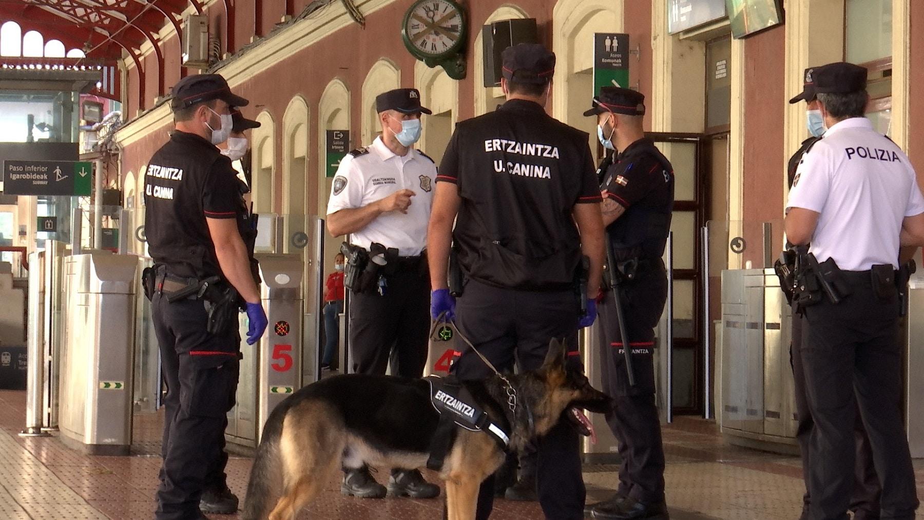 estacionErtzaintza3 - Perros para detectar droga en las estaciones de Donostia